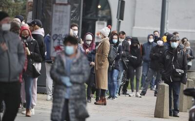 V Česku hlásia napriek sviatku takmer 13-tisíc nových prípadov koronavírusu. Ide o rekord vo voľný deň
