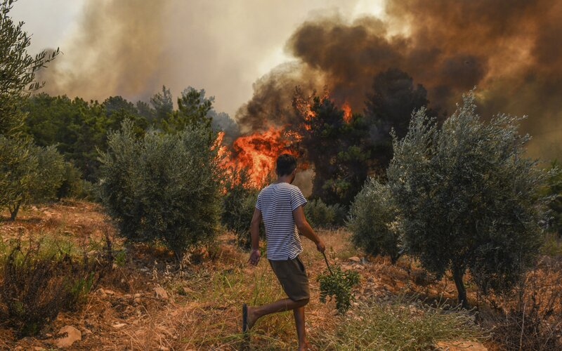 Turecko je v plamenech. Nekončící požáry si vyžádaly již osm obětí.