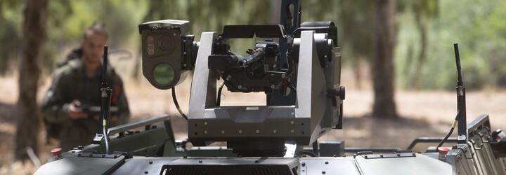 V Izraeli predstavili robot s dvomi samopalmi. Dokáže strieľať, zachraňovať zranených vojakov či vystopovať špiónov