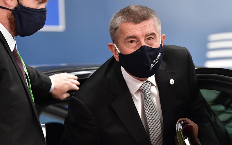 Češi nebudou muset mít při cestě do Řecka negativní test na koronavirus.