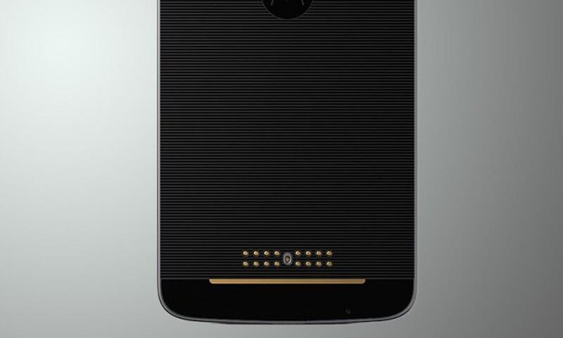 Byl to první mobil této značky, který v roce 2016 podporoval magnetické doplňky jako externí reproduktor nebo externí baterie.