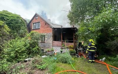 Hasiči v Praze zasahovali při požáru v Dubči. Uvnitř našli ohořelé lidské torzo.