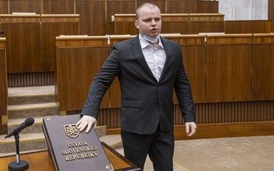 Rozbroje v extrémistickej ĽSNS: Poslanec Mazurek končí v predsedníctve kvôli Kotlebovi.