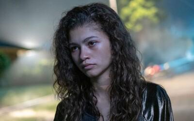Euphoria sa vracia! Už o pár dní uvidíme špeciálne epizódy so Zendayou v role Rue.