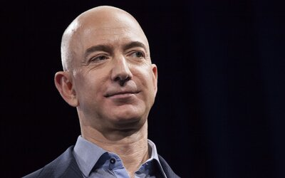 Miliardář Jeff Bezos poletí do vesmíru. Spolu se svým bratrem výpravu plánují na 20. července.