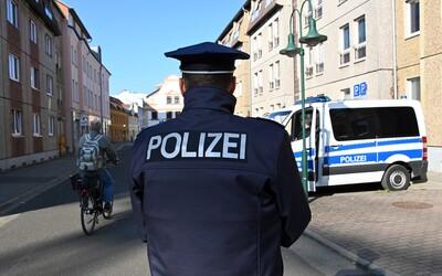 Muž si v berlínském parku uřízl penis a zahodil ho. Policie po ztraceném údu stále pátrá.