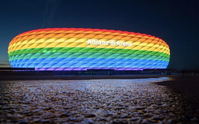 Aréna duhovými barvami svítit nebude, rozhodla UEFA. Fotbalový zápas Německa s Maďarskem symboliku tolerance neponese.