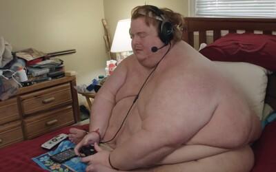 300-kilový muž celý deň hráva hry úplne nahý a plánoval sa ujesť k smrti. Casey už kvôli váhe nemohol ani pracovať