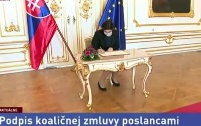 Poslanci podľa podpredsedu Smeru šíria koronavírus v priamom prenose. Koaličnú zmluvu podpisovali jedným perom bez rukavíc