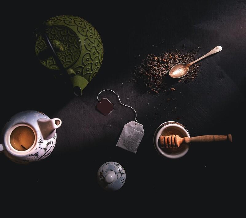 Ktorý z týchto postupov na prípravu čaju je správny?