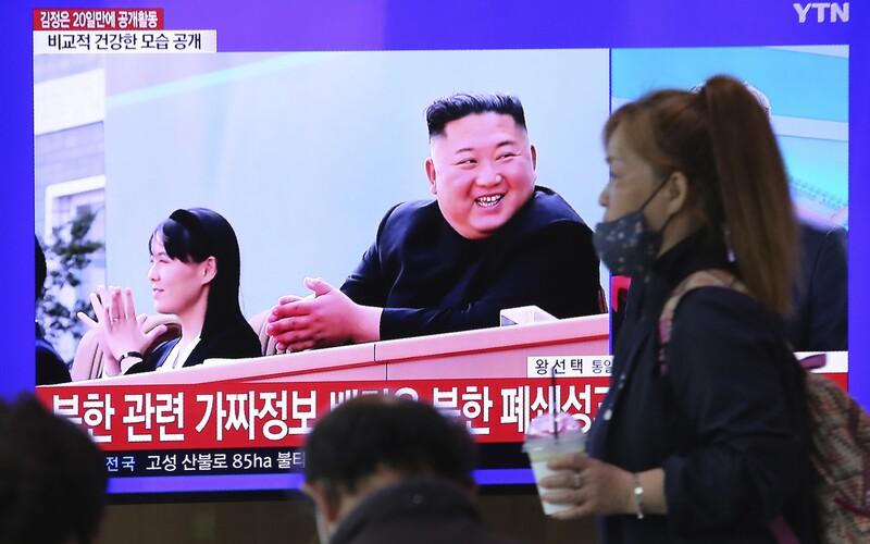 Kim Čong-Un se po 3 týdnech zúčastnil jednání strany. Státní agentura zveřejnila jeho fotografie.
