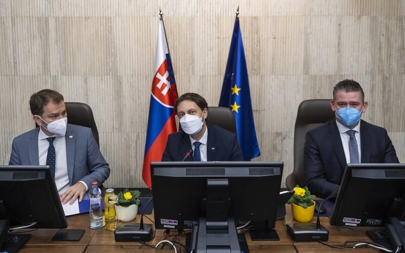 FOTO: Prvé rokovanie vlády pod vedením premiéra Eduarda Hegera, ktorý si vymenil stoličku s Igorom Matovičom.