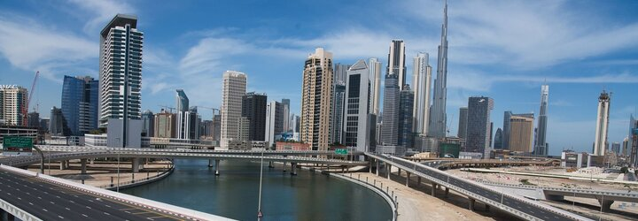 Video: Policie v Dubaji zatkla nahé modelky, které pózovaly na balkoně mrakodrapu