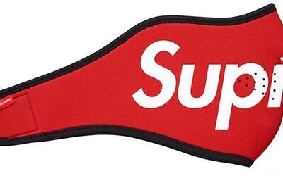 Lidé jsou ochotni za masku s logem Supreme zaplatit i 12 000 korun. Původní cena byla 650 korun.
