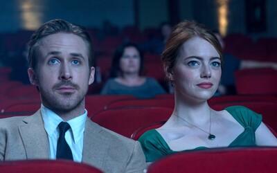 Ryan Gosling a Emma Stone žiaria v muzikálovej pecke od režiséra oscarového Whiplashu (Recenzia)