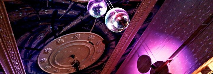 Užij si Velký pátek na dvanácté We All party. Trio DJů bude na Dlouhé hrát funk, soul a rap