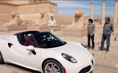 360-stupňová kamera efektne zachytila jazdu Jeremyho Clarksona v Alfe naprieč kontroverznou staroegyptskou traťou