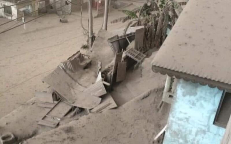 FOTO: Výbuch sopky pokryl všetko 30-centimetrovou vrstvou popola. Karibský ostrov vyzerá ako z apokalyptického filmu.