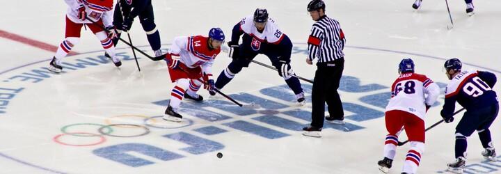 Čeští hokejisté jsou před čtvrtfinále s USA pořádně nabuzení, při tréninku rozbili dvě plexiskla