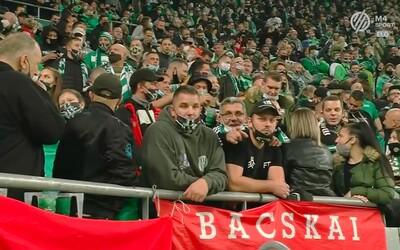 V Maďarsku na seba 15-tisíc fanúšikov kričí a prská, zatiaľ čo Slovensko plošne testuje. Covid-19 zrejme u susedov futbal obchádza.