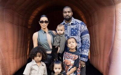 Kanye West ubezpečuje fanúšikov, že je v poriadku. Dodáva, že plakal pri myšlienke o potrate najstaršej dcéry.
