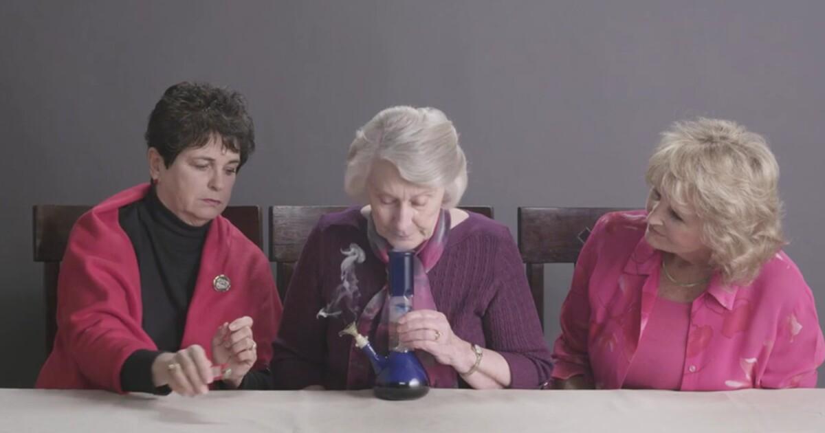 Tri staršie ženy po prvýkrát vyskúšali marihuanu a po pár