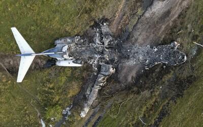 21 cestujúcich v Texase zázrakom prežilo haváriu lietadla. Stroj totálne zhorel.