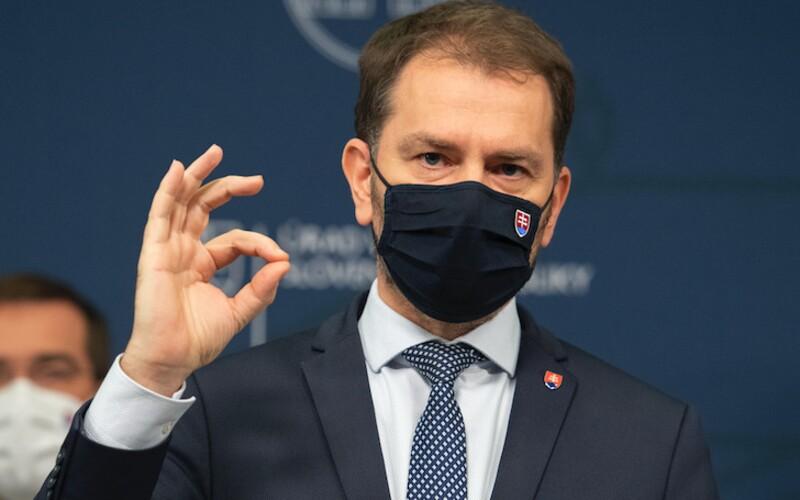 Gratulujem, idioti, odkázal Matovič tým, vinou ktorých podľa neho musíme vrátiť ruské vakcíny. Na vine je aj Denník N, tvrdí.