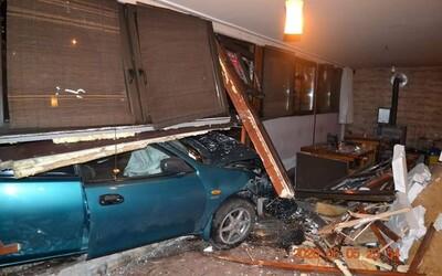 Opitý Slovák z východu zdemoloval s autom bar. Pozri sa, čo z neho zostalo.