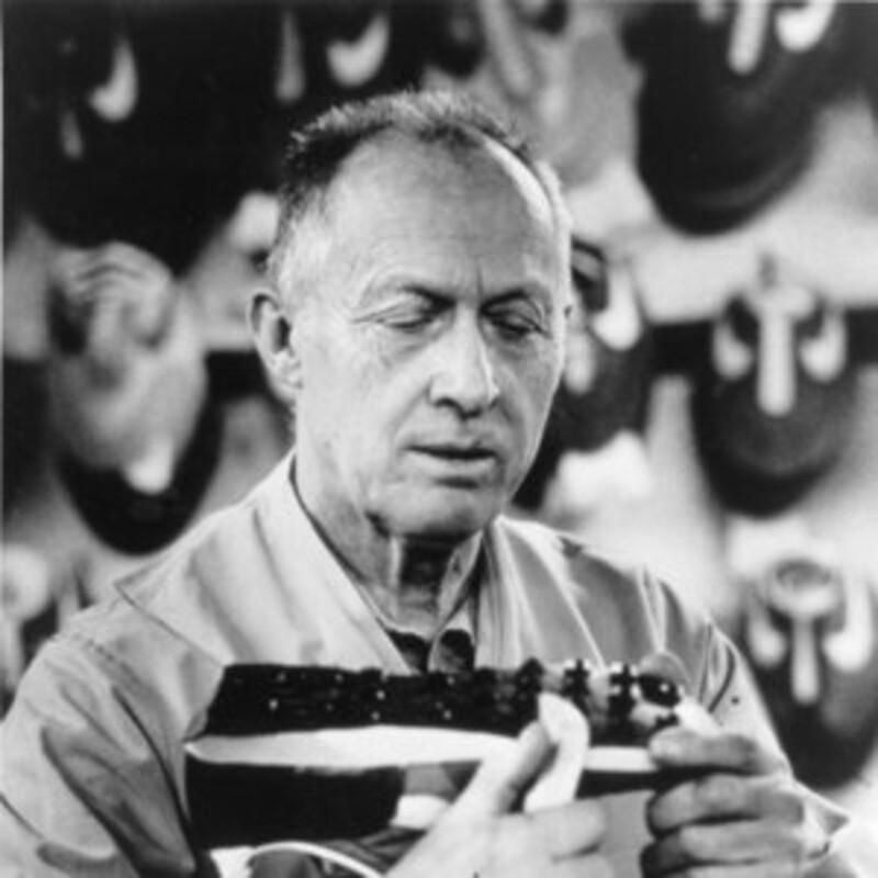 Které byly první masově vyráběné tenisky, které navrhl Bill Bowerman, spoluzakladatel Nike?
