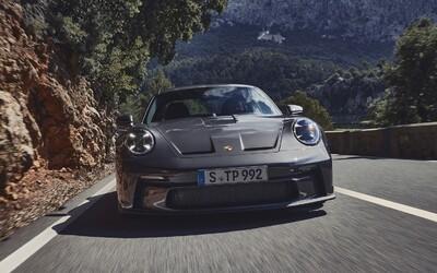 Klenot od Porsche v civilnějším balení nese název 911 GT3 Touring, má atmosférických 510 koní.