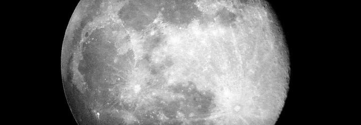 Nad Českem dnes bude částečné zatmění Měsíce. Vesmírný úkaz má být velmi dobře pozorovatelný