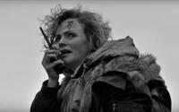4. série Black Mirror nabídne první černobílou epizodu. Postará se o ni režisér snímku 30 dní dlouhá noc a prý se dočkáme odklonu od žánru