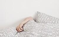 4 veci ktoré sa dejú v tvojej posteli, keď si obliečky neperieš tak často ako by si mala