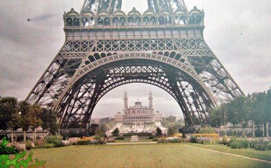 40 vzácnych farebných fotografií Paríža spred desiatok rokov. Mesto už vtedy hralo kontrastmi