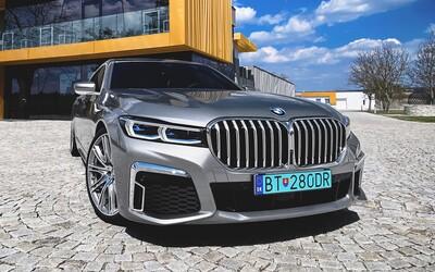 400 koní, ultra-luxus a kontroverzný dizajn. Je nová 7-čka najlepšia limuzína na našom trhu?
