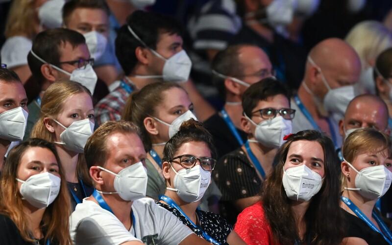 Třetině britských muzikantů hrozí kvůli pandemii konec kariéry.