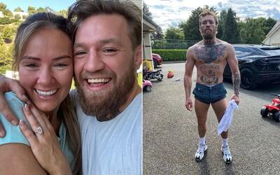 Conor McGregor požádal přítelkyni o ruku. Zamilovanou fotku s matkou svých dětí sdílel na Instagramu.