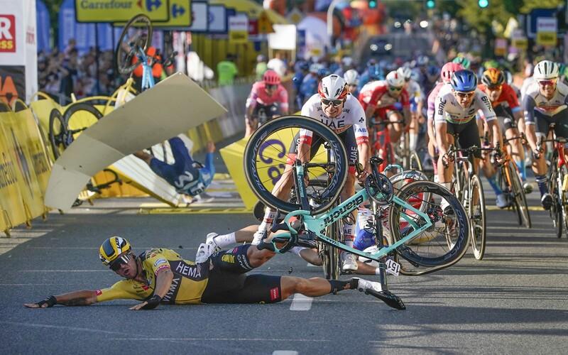 Cyklista je po hrozivom páde na pretekoch Okolo Poľska v kóme. Neviem nájsť slová, kajal sa vinník.