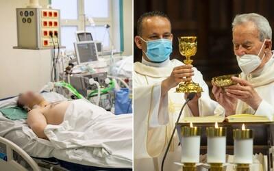 V nemocniciach na Slovensku pracuje vyše 200 kňazov. Vysileným zdravotníkom pomáhajú v rôznych oblastiach.