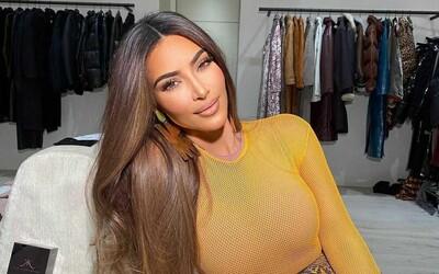 Kim Kardashian prý do USA propašovala z Itálie ukradenou antickou sochu. Ona jakékoli podezření odmítá.