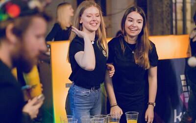 Stovky teenagerů se vystavily nákaze covid-19 na festivalu. Někteří tam přišli, i když ještě neznali výsledky testů.