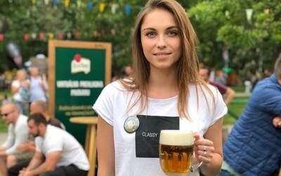 Pivo na jejich účet: Pilsner Urquell podpoří české podniky při znovuotevření největší akcí v historii pivovaru