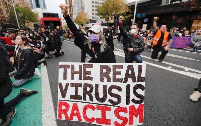 Také Češi se postaví za práva černochů v USA. V Praze chystají demonstraci na podporu Black Lives Matter.