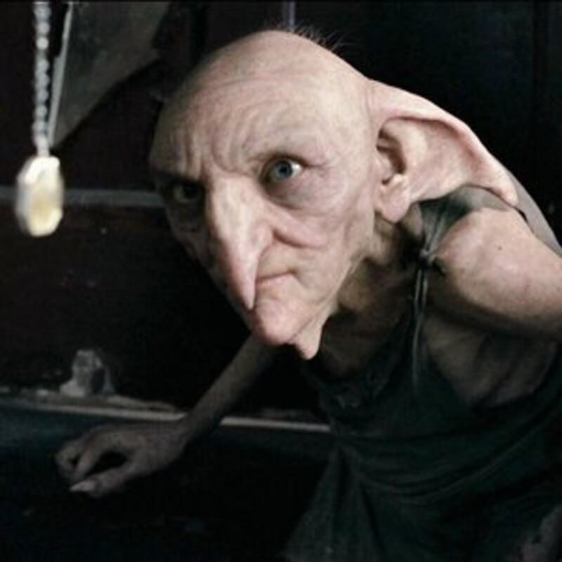 Čo daroval domáci škriatok rodiny Blackovcov, Kreacher, na Vianoce Harrymu Potterovi?