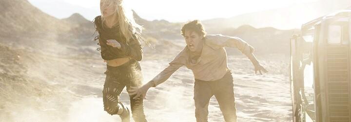 Po zuby ozbrojení bojovníci a krásne androidky. James Franco sa v akciou nadupanom sci-fi pokúša o svojho Mad Maxa