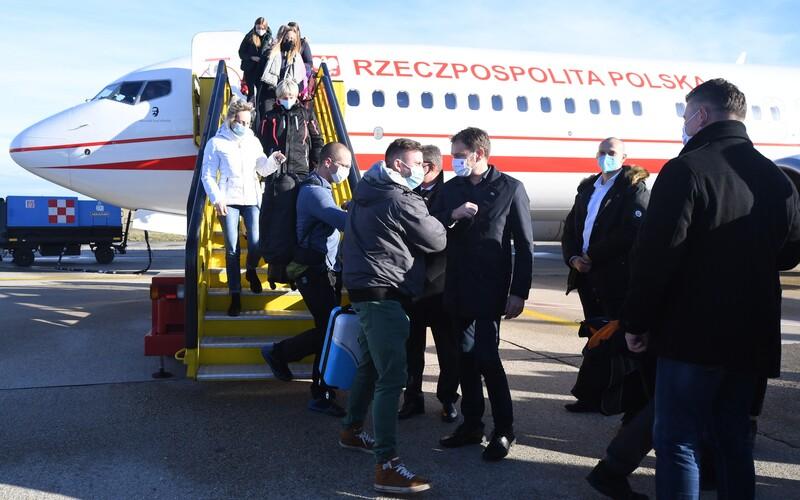 Vitajte na Słowacji, zdravil premiér Igor Matovič desiatky poľských zdravotníkov. Prišli pomôcť s plošným skríningom.