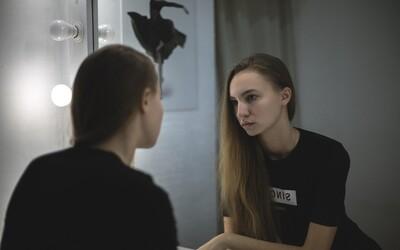 Máš úzkosti z bodyshamingu či poruchy príjmu potravy? Vznikla prvá linka, kde ti na Slovensku experti povedia, ako s nimi bojovať.