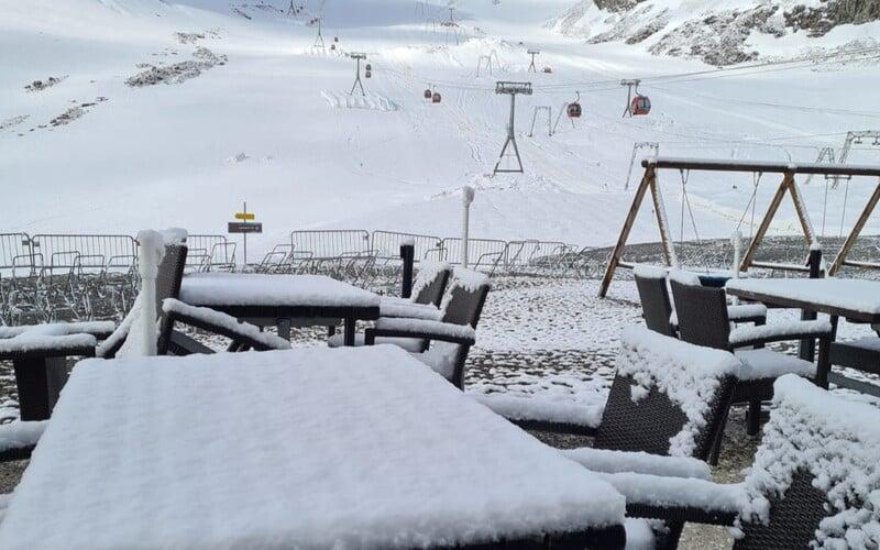V rakouských Alpách napadly centimetry čerstvého sněhu. Evropa za poslední týdny zažívá záplavy, tornáda, extrémní teplo i sníh.