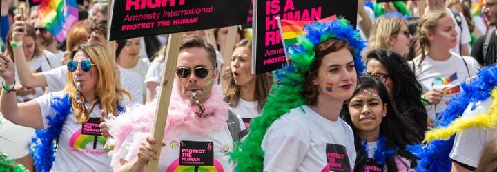 Maďarský parlament schválil zákon, který zakazuje zmiňování LGBTI lidí před nezletilými